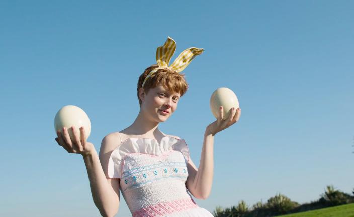 GLAMOUR – Violeta y los conejitos de Pascua | Director: Alba Ricart